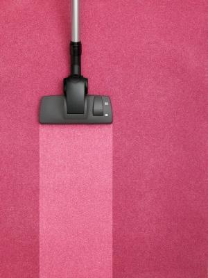 Dammsugare som rengör matta